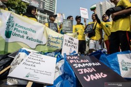 Nabung sampah, edukasi kebersihan, hingga inklusi keuangan