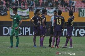 Persik Kediri dan PSMS Medan bermain seri di laga perdana delapan besar Page 3 Small