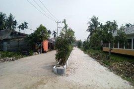 Satgas dan Masyarakat Tanam Pohon Trembisi Di Lokasi TMMD