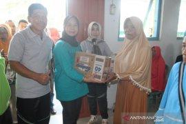 Pemkab Gorontalo serahkan bantuan sosial di Kecamatan Boliyohuto