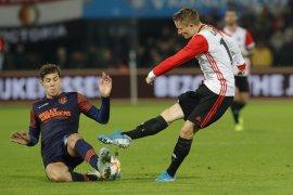 UEFA sanksi Fayenoord karena perilaku buruk fans