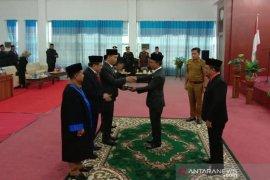 Eddy Parapat Ketua DPRD Labusel, Zainal dan Syahdian wakil ketua