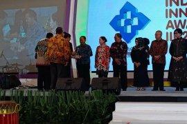 Bupati Bangka terima penghargaan Platinum Indonesia Healthcare Forum 2019