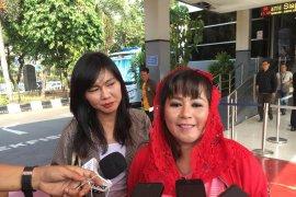 """Dewi Tanjung terkait Novel lapor balik: """"Harus bilang wow gitu?"""""""