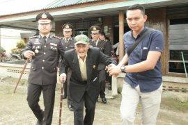 Sikap hormat Kapolres Simalungun untuk veteran di Hari Pahlawan