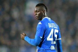 Mancini tak mau masukkan Balotelli hanya untuk lawan  rasisme