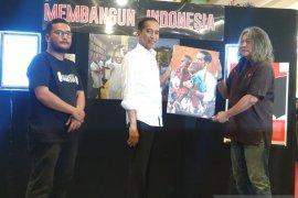 "Presiden Jokowi tinjau Pameran Foto ANTARA ""Membangun Indonesia"""