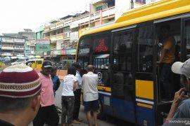 Antusias warga Jambi coba naik bus kapsul Koja Trans tinggi