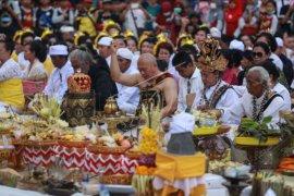Abhiseka Candi Prambanan