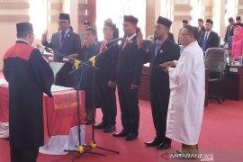 Empat pimpinan DPRD Simalungun bersumpah