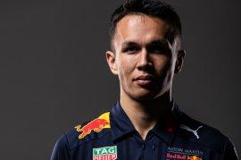 Albon lanjut membalap dengan Red Bull