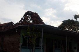 Dua desa di Kudus diterjang puting beliung, puluhan rumah rusak