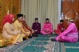 "Kapolda Gorontalo yang baru jalani upacara adat ""moloopu"""