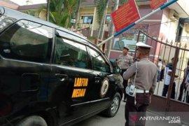 Densus olah TKP ledakan bom di Polrestabes Medan