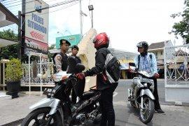 Pasca-bom bunuh diri Medan, Polres Situbondo perketat penjagaan (Video)