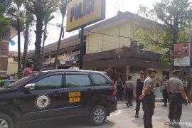 Seorang personel Polrestabes Medan terluka akibat ledakan bom