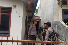 Polisi geledah rumah terduga pelaku bom bunuh diri di Medan