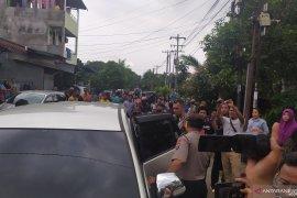 Geledah rumah terduga pelaku bom bunuh diri di Medan, Polisi bawa 4 orang
