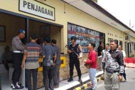 Terkait bom Medan, penjagaan di Mapolres Cirebon diperketat