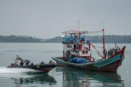 Kapal asing hasil tangkapan kita serahkan ke nelayan lokal, kata Edhy Prabowo