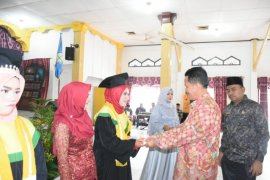 Wali Kota Tebing Tinggi hadiri Wisuda Akademi Keperawatan Bina Husada