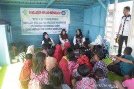 Poltekkes Kemenkes Kendari meningkatkan minat baca anak-anak pesisir
