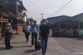 Rumah guru ngaji terduga pelaku bom Medan digeledah petugas