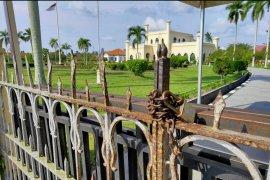 Kisruh ahli waris soal wasiat, Istana Siak ditutup