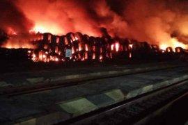 Tempat penyimpanan kereta bekas milik KAI di Subang terbakar