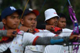 Emas panahan recurve beregu putra milik Indonesia