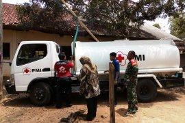 PMI Pamekasan bantu distribusikan air bersih ke desa dilanda kekeringan