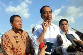 Jokowi serahkan nama cucu ketiga kepada Gibran