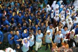 Pemerintah bagikan 3.000 tumbler untuk pelajar