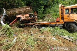 Trado angkut beko masuk jurang di lintas KKA, satu orang meninggal