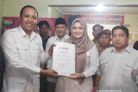 Gina Fadlia Swara, putri mantan bupati  daftar calon bupati Karawang ke Gerindra