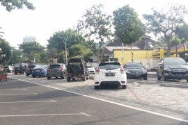 Area parkir membelah jalan dibangun di Kota Surabaya