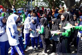 Ratusan pelajar di Kota Kediri ikut berbagi buku