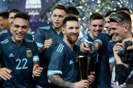 Pelatih timnas Brazil mengklaim disuruh tutup mulut oleh Messi
