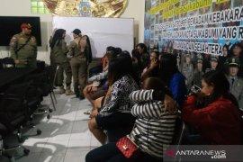 Operasi Yustisi, petugas gabungan amankan belasan wanita dan waria tuna susila di Kota Sukabumi