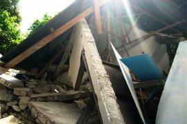 Pulau Ambon kembali diguncang empat gempa susulan, satu rumah roboh