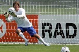 Van der Sar batal gabung MU setelah teken kontrak di Ajax