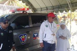 Bupati Malra serahkan ambulans untuk Balai Pengobatan Katlarat