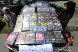Pedagang Buku Tes CPNS