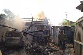 Rumah penjual BBM eceran di Situbondo ludes terbakar