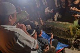 Senin malam, jenazah pelaku bom Medan dikebumikan