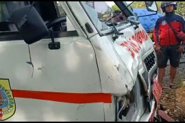 Ambulans tabrak empat sepeda motor, sembilan orang terluka
