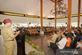 Bupati Anas paparkan acuan prioritas kerja kepala desa
