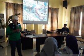 Dua tokoh FKH Banjarmasin sosialisasikan cinta lingkungan ke warga HSU