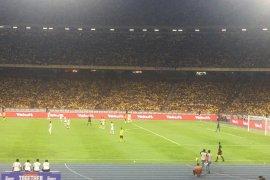 Indonesia vs Malaysia diwarnai insiden saling lempar antarsuporter