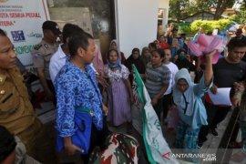 Demo penyintas bencana gempa dan tsunami di Kantor Dinsos Kota Palu Page 1 Small